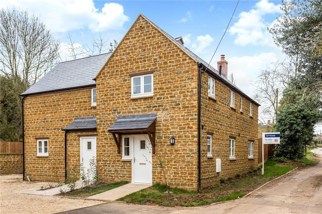 Guide Price £495,000, 4 Bedroom Detached House For Sale in Shutford, OX15