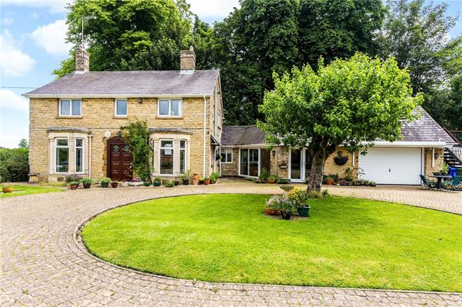 Guide Price £550,000, 3 Bedroom Detached House For Sale in Banbury, Northamptonshire, OX17