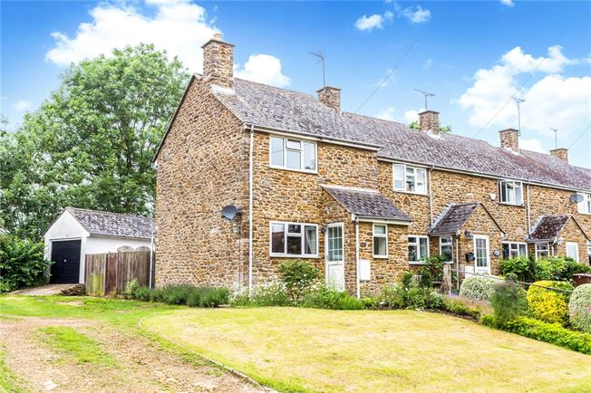 Guide Price £235,000, 2 Bedroom Terraced House For Sale in Banbury, Oxfordshire, OX17