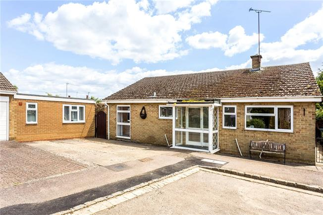 Guide Price £360,000, 3 Bedroom Bungalow For Sale in Banbury, Oxfordshire, OX17