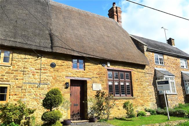 Guide Price £375,000, 4 Bedroom Terraced House For Sale in Overthorpe, OX17