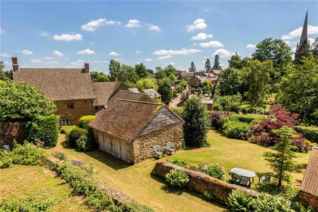 Guide Price £850,000, 5 Bedroom Detached House For Sale in Bloxham, OX15