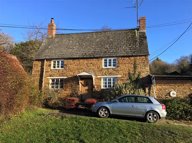 Guide Price £495,000, 4 Bedroom Detached House For Sale in Daventry, Northamptonshir, NN11