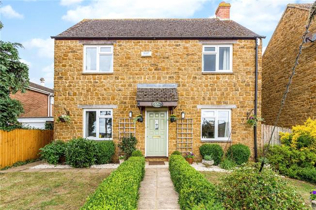 Guide Price £375,000, 4 Bedroom Detached House For Sale in Banbury, Oxfordshire, OX17