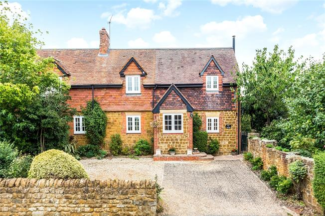 Guide Price £500,000, 3 Bedroom Semi Detached House For Sale in Banbury, Oxfordshire, OX17