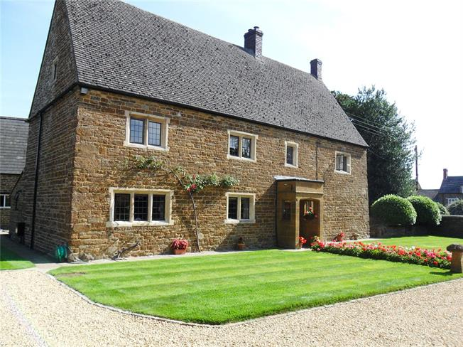 Guide Price £865,000, 5 Bedroom Detached House For Sale in Middleton Cheney, OX17