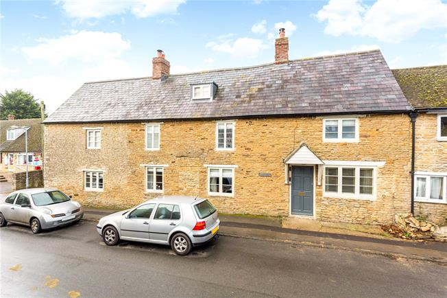 Guide Price £699,950, 5 Bedroom Semi Detached House For Sale in Charlton, OX17