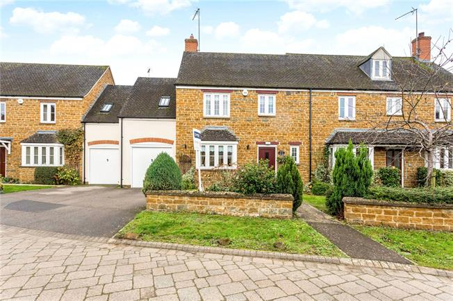 Guide Price £375,000, 3 Bedroom Semi Detached House For Sale in Adderbury, OX17