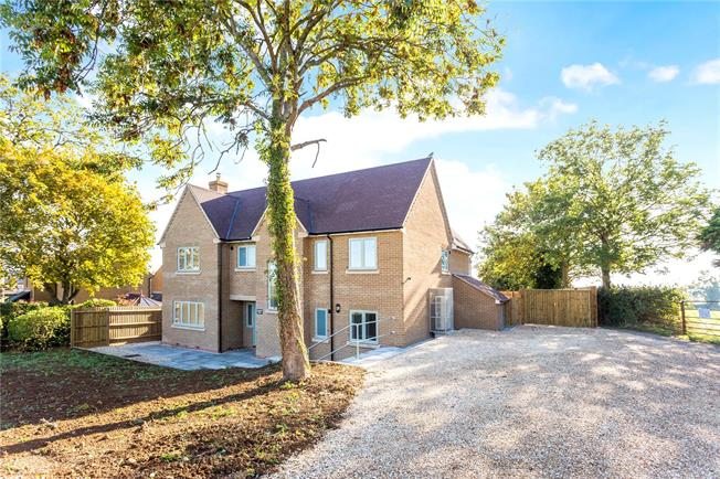 Guide Price £625,000, 4 Bedroom Detached House For Sale in Upper Tadmarton, OX15