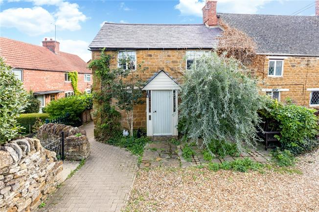 Guide Price £240,000, 2 Bedroom Semi Detached House For Sale in Cropredy, OX17
