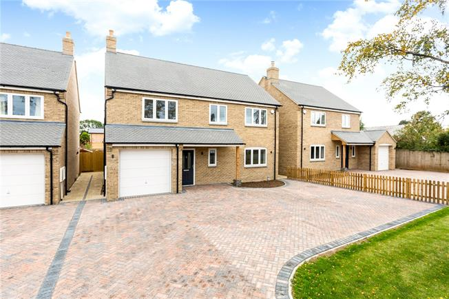 Guide Price £489,500, 4 Bedroom Detached House For Sale in Banbury, Oxfordshire, OX17