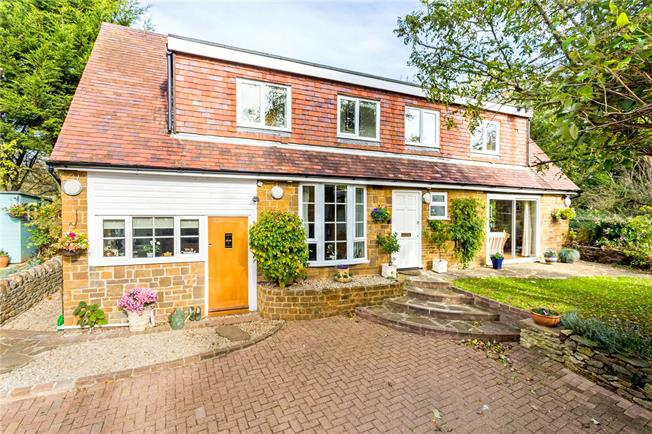 Guide Price £450,000, 3 Bedroom Detached House For Sale in Banbury, Oxfordshire, OX15