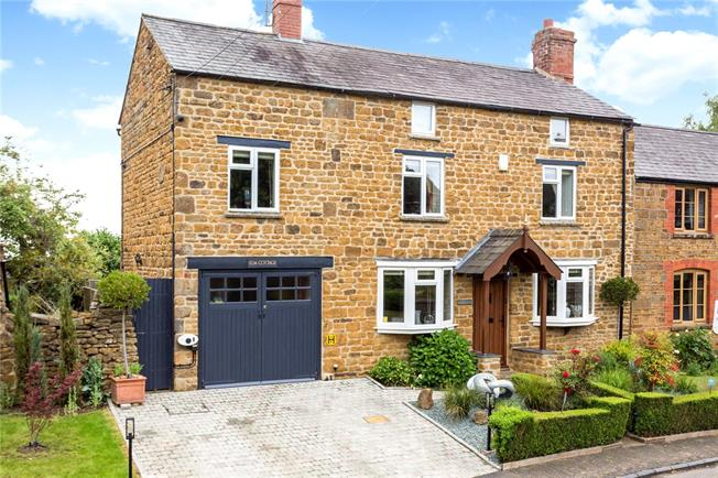 Offers in excess of £550,000, 4 Bedroom Garage For Sale in Great Bourton, OX17