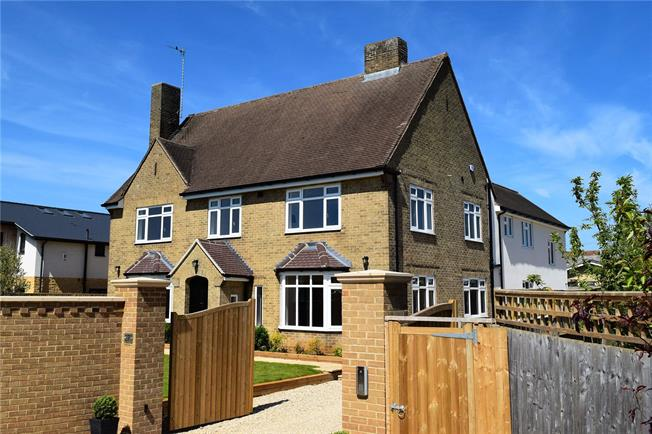 Guide Price £799,950, 6 Bedroom Detached House For Sale in Middleton Cheney, OX17