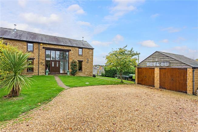 Guide Price £575,000, 4 Bedroom Semi Detached House For Sale in North Newington, OX15