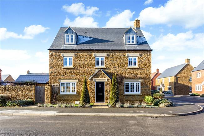 Guide Price £485,000, 5 Bedroom Detached House For Sale in Middleton Cheney, OX17