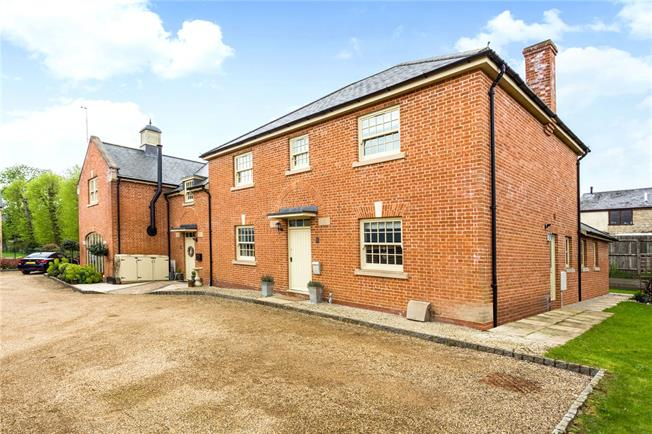 Guide Price £625,000, 4 Bedroom Semi Detached House For Sale in Silverstone, NN12