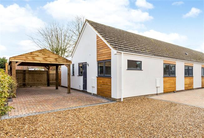 Guide Price £350,000, 3 Bedroom Bungalow For Sale in Evenley, NN13