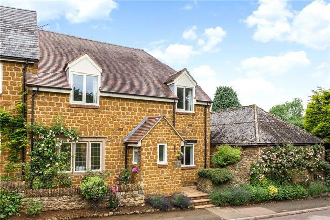 Guide Price £475,000, 3 Bedroom Semi Detached House For Sale in Wroxton, OX15