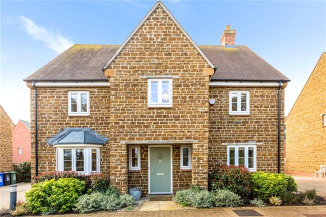 Guide Price £525,000, 4 Bedroom Detached House For Sale in Banbury, Oxfordshire, OX17