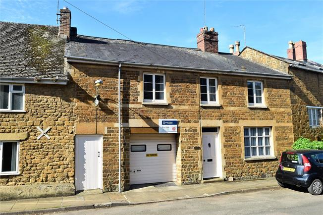 Guide Price £400,000, 4 Bedroom Terraced House For Sale in Banbury, Oxfordshire, OX15