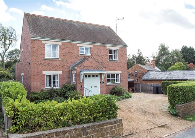 Guide Price £495,000, 4 Bedroom Detached House For Sale in Southam, Warwickshire, CV47