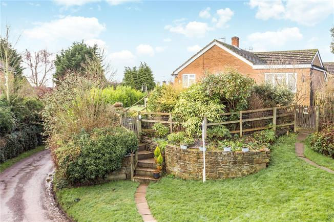 Guide Price £350,000, 3 Bedroom Bungalow For Sale in Little Bourton, OX17