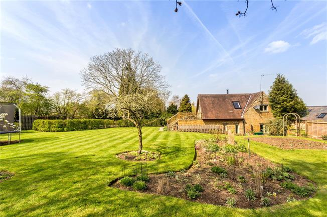 Guide Price £499,000, 3 Bedroom Detached House For Sale in Daventry, Northamptonshir, NN11
