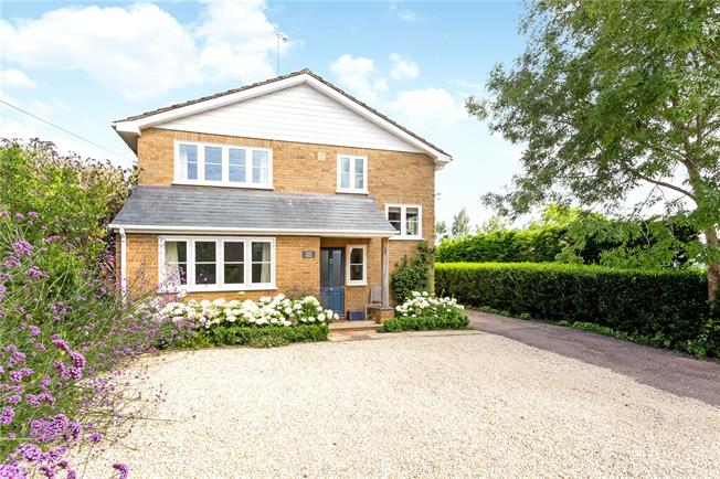 Guide Price £675,000, 4 Bedroom Detached House For Sale in Hinton-in-the-Hedges, NN13