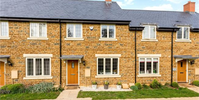Offers in excess of £300,000, 3 Bedroom Garage For Sale in Banbury, Oxfordshire, OX17