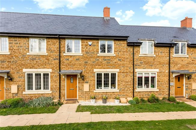 Guide Price £325,000, 3 Bedroom Garage For Sale in Banbury, Oxfordshire, OX17
