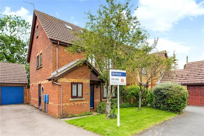 Guide Price £450,000, 5 Bedroom Detached House For Sale in Middleton Cheney, OX17