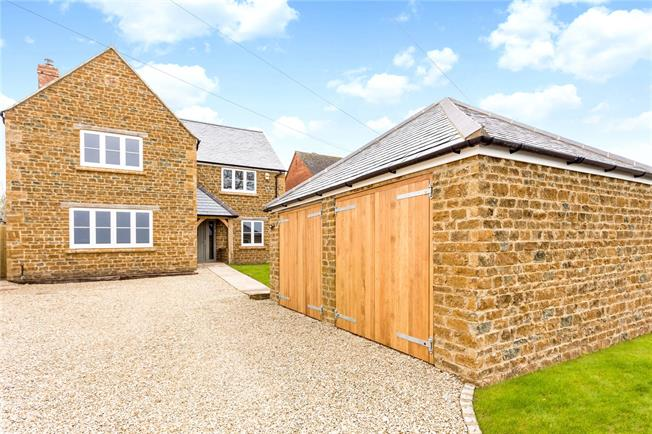 Guide Price £725,000, 4 Bedroom Detached House For Sale in Banbury, Oxfordshire, OX17
