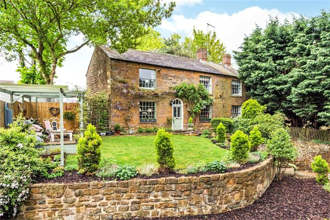 Guide Price £475,000, 3 Bedroom Detached House For Sale in Daventry, Northamptonshir, NN11
