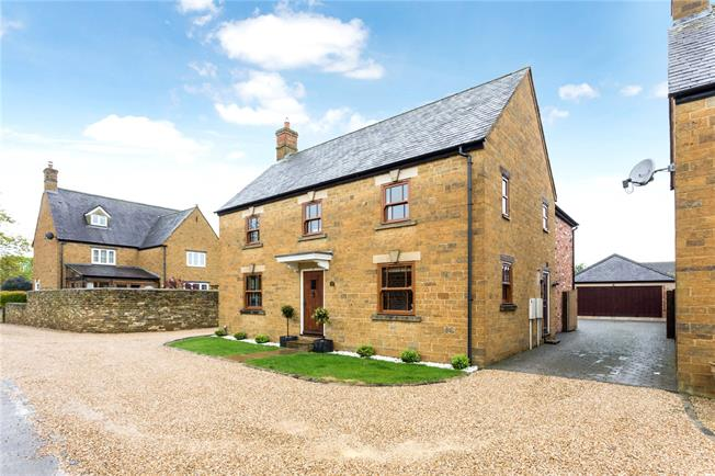 Guide Price £599,950, 4 Bedroom Detached House For Sale in Banbury, Oxfordshire, OX17