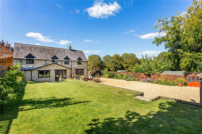 Guide Price £750,000, 5 Bedroom Detached House For Sale in Evenley, NN13