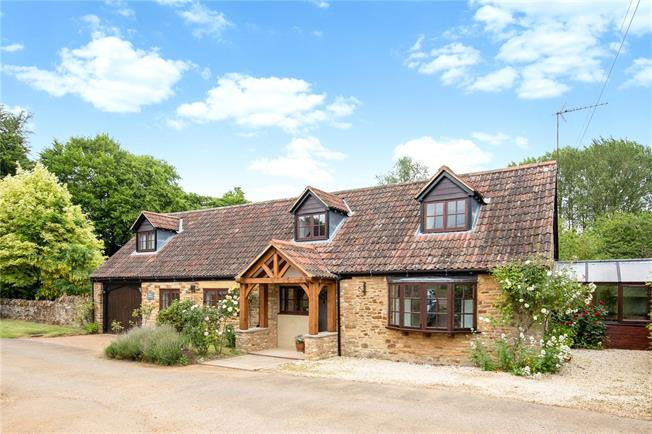 Guide Price £775,000, 5 Bedroom Detached House For Sale in Banbury, Oxfordshire, OX17
