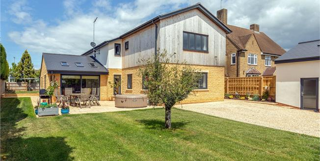 Guide Price £849,000, 5 Bedroom Detached House For Sale in Banbury, Oxfordshire, OX17