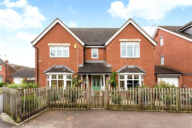 Guide Price £475,000, 4 Bedroom Detached House For Sale in Banbury, Oxfordshire, OX17