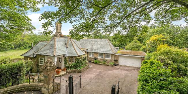 Guide Price £550,000, 4 Bedroom Detached House For Sale in Banbury, Oxfordshire, OX17