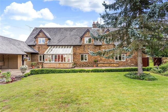 Guide Price £750,000, 4 Bedroom House For Sale in Daventry, Northamptonshir, NN11
