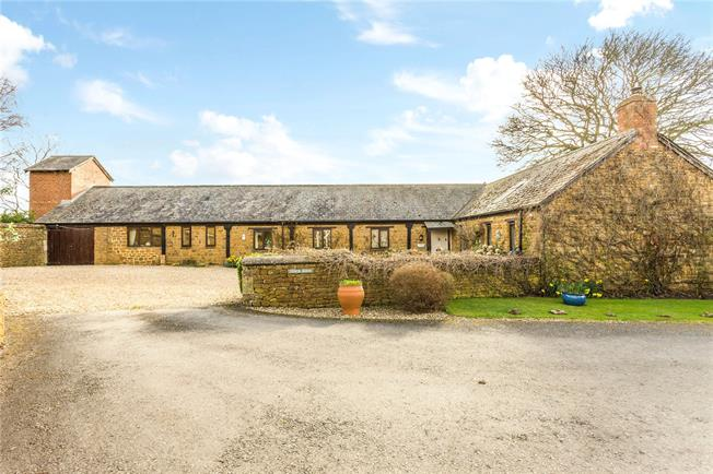 Guide Price £750,000, 5 Bedroom House For Sale in Oxfordshire, OX17