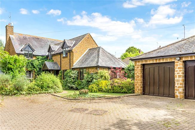 Guide Price £575,000, 4 Bedroom Detached House For Sale in Oxfordshire, OX17