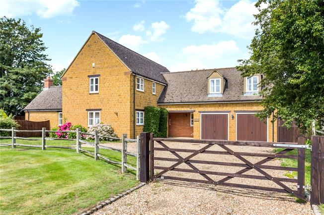Guide Price £800,000, 5 Bedroom Detached House For Sale in Banbury, Oxfordshire, OX17