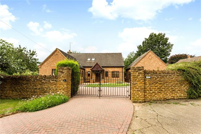 Guide Price £595,000, 4 Bedroom Detached House For Sale in Banbury, Oxfordshire, OX17