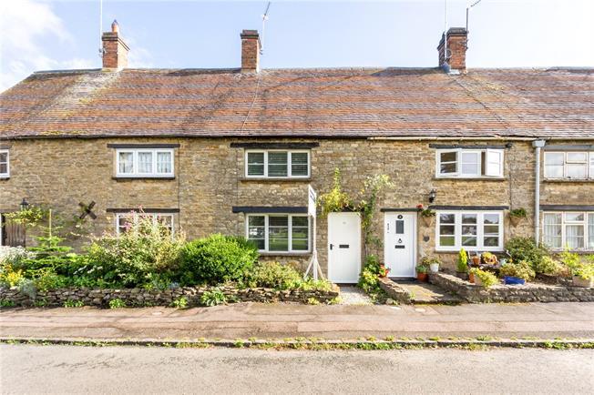 Guide Price £275,000, 3 Bedroom Terraced House For Sale in Brackley, Northamptonshir, NN13