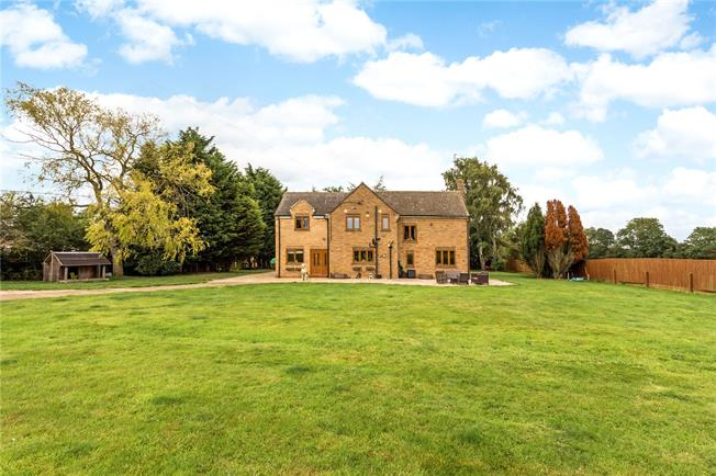 Guide Price £800,000, 5 Bedroom Detached House For Sale in Banbury, Northamptonshire, OX17