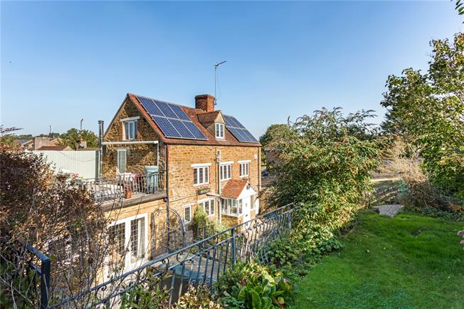 Guide Price £475,000, 4 Bedroom Semi Detached House For Sale in Banbury, Oxfordshire, OX15