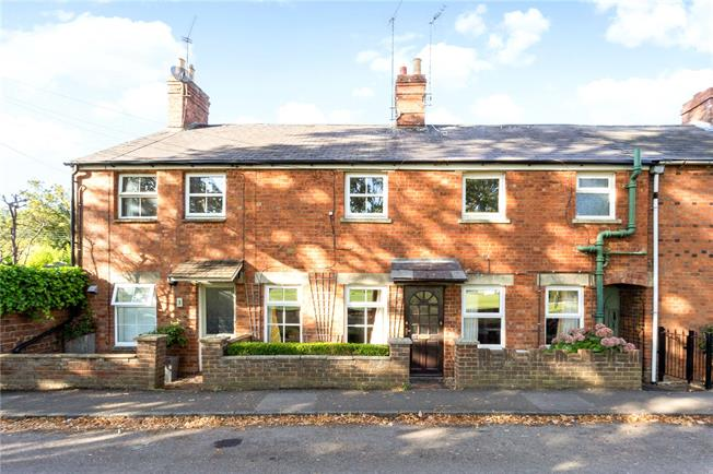 Guide Price £210,000, 2 Bedroom Terraced House For Sale in Bloxham, OX15