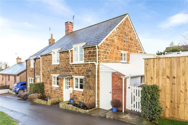 Guide Price £325,000, 3 Bedroom Semi Detached House For Sale in Southam, CV47